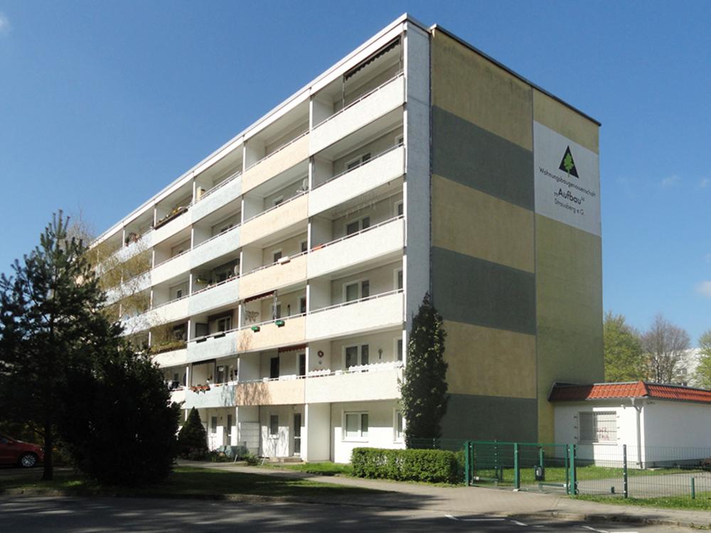 """Fassade der Wohnanlage Am Marienberg der WBG """"Aufbau"""" Strausberg"""