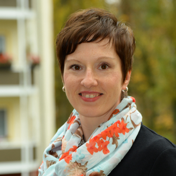 """Beatrix Viol-Scherer, zuständig für die Bereiche Wohnungsverwaltung und Betriebskostenmanagement bei der WBG """"Aufbau"""" Strausberg eG"""