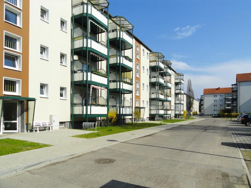 """Neugestalteter Innenhof der Gustav-Kurtze-Promenade der WBG """"Aufbau"""" Strausberg eG_04"""