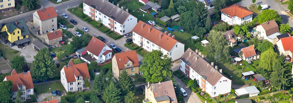 """Luftaufnahme vom Wohngebiet """"Bruno-Bürgel-Straße"""" der WBG """"Aufbau Strausberg"""