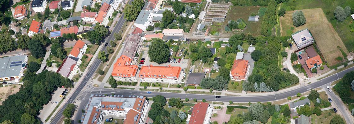 """Luftaufnahme vom Wohngebiet """"Elisabethstraße und August-Bebel-Straße"""" der WBG """"Aufbau Strausberg"""