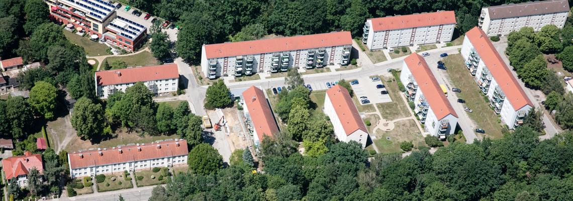 """Luftaufnahme vom Wohngebiet """"Gustav-Kurtze-Wohnpark"""" der WBG """"Aufbau Strausberg"""