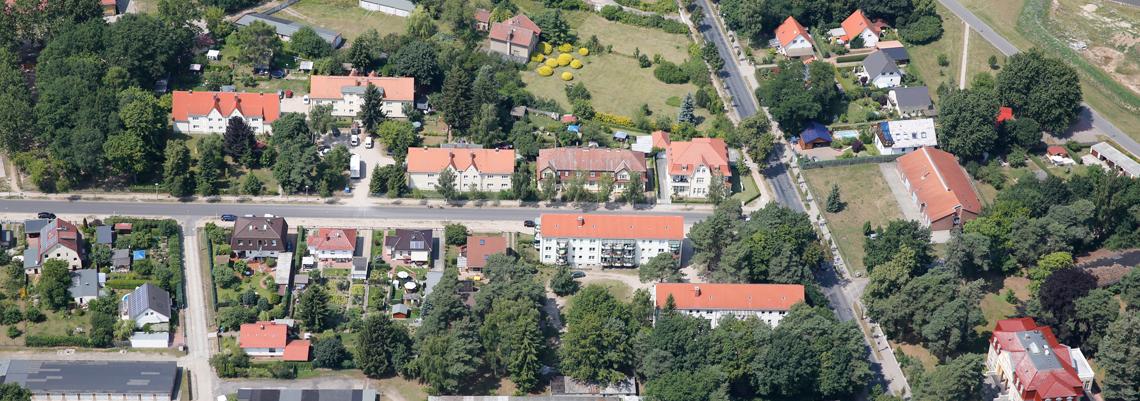 """Luftaufnahme vom Wohngebiet """"Paul-Singer-Straße und Landhausstraße"""" der WBG """"Aufbau Strausberg"""