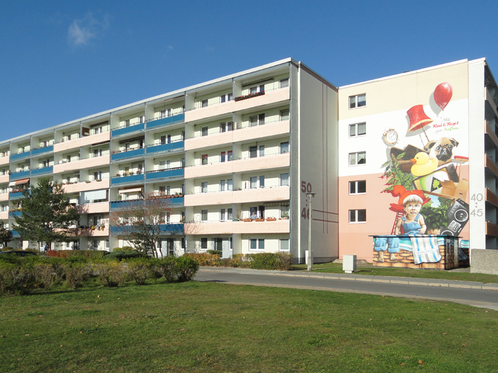 """Fassade der Wohnanlage Otto-Grotewohl-Ring der WBG """"Aufbau"""" Strausberg"""