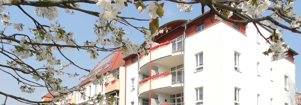 """Fassade im Wohngebiet """"Fritz-Reuter-Straße"""" der WBG """"Aufbau"""" Strausberg"""