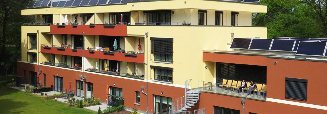 Blick auf die Balkone und Terrassen des Sonnenhauses