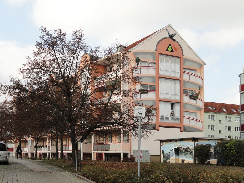 Ansicht vom bemalten Giebel im Wohngebiet Müncheberger Strasse