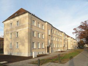 """Seehaus-Siedlung nach der energetischen Sanierung (Wohnhaus der WBG """"Aufbau"""" Strausberg"""