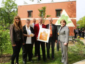 """Auszeichnung """"Gewohnt gut"""" der BBU für das """"Sonnenhaus"""" an die WBG """"Aufbau"""" Strausberg"""