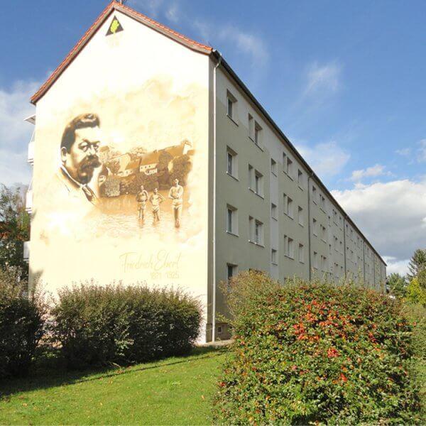 Neugestalteter Giebel des Wohnhauses Friedrich-Ebert-Straße 100-104a