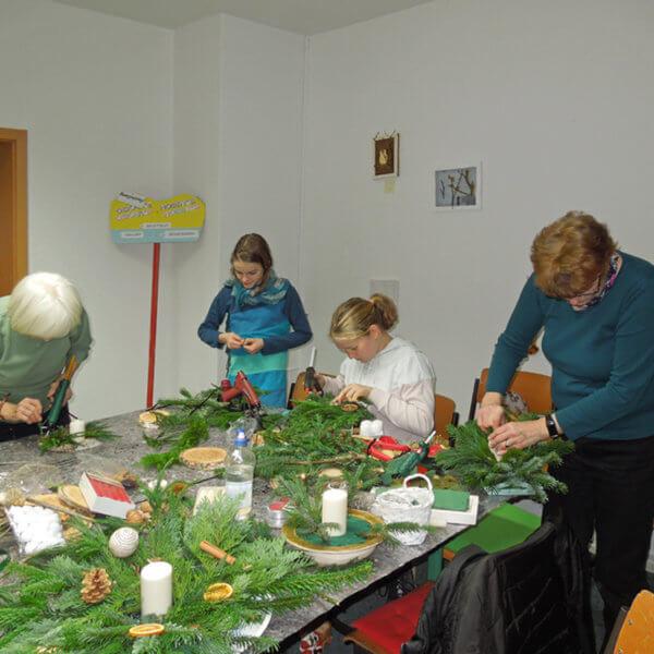 Weihnachtsbasteln 27.11.19 bei der Volkssolidarität